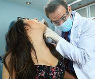 Смотреть ролик развратный доктор трахает молодую пациентку - 1