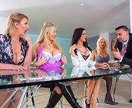 Смотреть групповое порно с сексуальными блондинками - 1