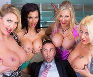 Смотреть групповое порно с сексуальными блондинками - 2