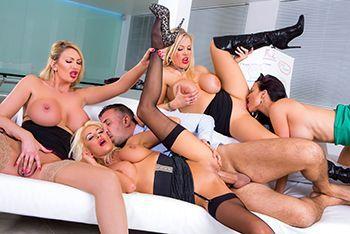Смотреть групповое порно с сексуальными блондинками