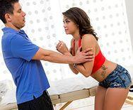 Трахает в пизду сексуальную латиночку с большими сисечками на массаже - 1