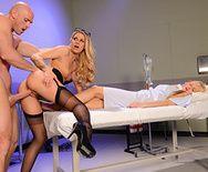 Страстный секс с блондинкой в эротических чулках - 3