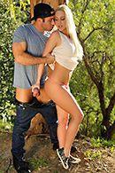 Смотерть зрелищный секс в лесу с пышногрудой блондинкой #3