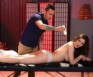 Смотреть нежный секс после массажа с молоденькой девушкой - 2