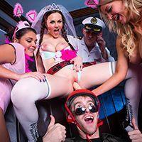 Смотреть групповое порно с молодыми лесбиянками школьницами в униформе