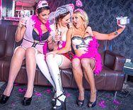 Смотреть групповое порно с молодыми лесбиянками школьницами в униформе - 1