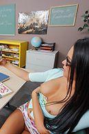 Смотреть порно с молоденькой школьницой в школе #2