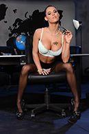 Смотреть порно красивой секретарши в чулках на столе босса #1
