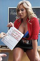 Порно с красивой училкой на столе #2