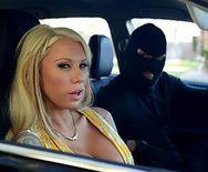 Жесткий секс на парковке с сисястой блондинкой - 5