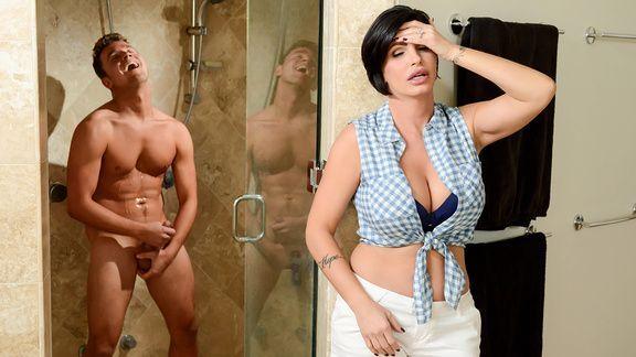 Смотреть порно на кухне со зрелой дамочкой