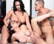 Секс втроем с жопастыми латинками - 3