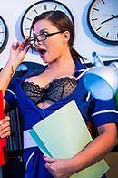 Секс медсестры в чулках с пациентом в ночноюй больнице #2