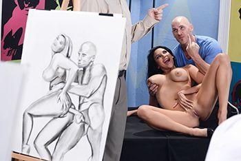 Смотреть страстное порно с сисястой брюнеткой перед художником