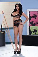 Смотреть страстное порно с сисястой брюнеткой перед художником #1