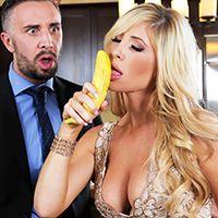 Жаркое порно с богатой зрелой блондинкой