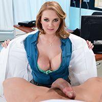 Пышногрудая докторша трахается с пациентом в палате