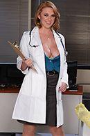 Пышногрудая докторша трахается с пациентом в палате #2