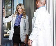 Смотреть порно развратной медсестры с доктором - 1