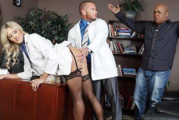 Смотреть порно развратной медсестры с доктором