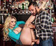 Смотреть горячее порно с блондинкой на барной стойке - 2