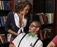 Порно молоденькой студентки азиатки с преподом - 1