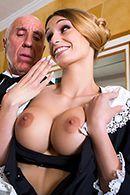 Красивая блондинка в униформе наслаждается длинным членом #2