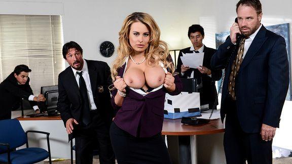 Порно с горячей сиськатой секретаршей