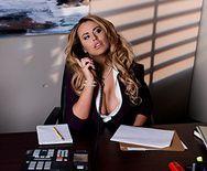 Порно с горячей сиськатой секретаршей - 1
