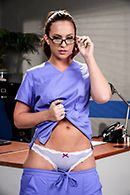 Смотреть страстный секс доктора с жопастой пациенткой #1