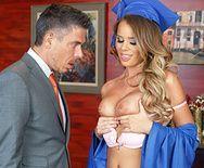 Смотреть порно сексуальной студентки с директором - 1