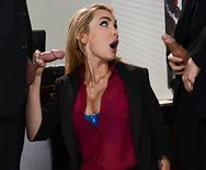 Трахает в пизду сексуальную МИЛФ секретаршу с большими сиськами и тату - 1