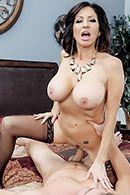 Порно с горячей зрелой брюнеткой в чулках #4