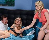 Групповой секс со стройными блондинками - 1