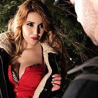 Страстный секс с блондинкой на улице