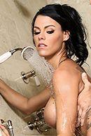 Страстный секс в душе с пышногрудой брюнеткой #4