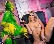 Длинный хуй укрощает блонду и зеленого эльфа - 5