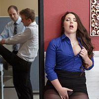 Анальный секс брюнетки с огромной задницей в офисе