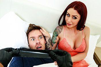 Секс рыжей пышногрудой мамашки с грабителем