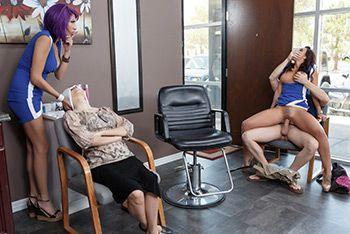 Горячий секс парикмахерши с клиентом