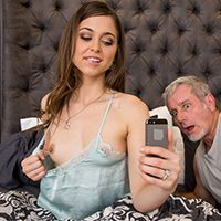 Смотреть порно с горячей шлюхой в чулках