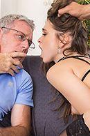 Смотреть порно с горячей шлюхой в чулках #5