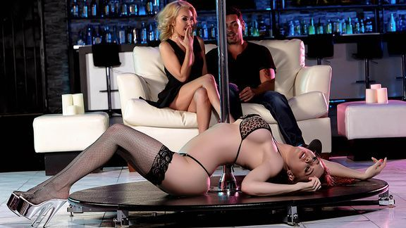 Групповое порно с танцовщицами в стрипклубе