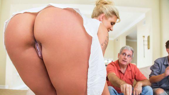 Секс жопастой мамашки на кухне