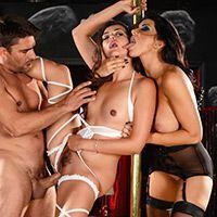 Групповое порно с красотками в стрипклубе