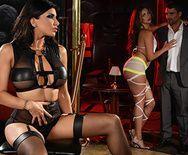 Групповое порно с красотками в стрипклубе - 1
