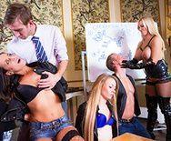 Шикарный секс в красивых позах с горячей блондинкой - 1
