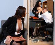 Жаркий секс втроем с брюнетками в офисе - 1