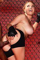 Межрасовый секс блондинки с негром на ринге #3