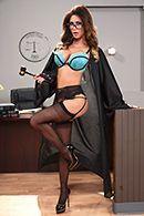 Горячее порно с судьей на столе #1